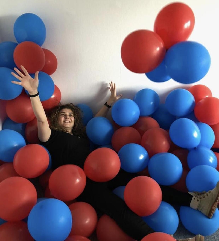 Dit weekend veel lol in de zelfgemaakte 'ballonnenhoek' van onze tent 😁🎈